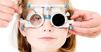 Hihetetlen mértékben nő a gyerekkori rövidlátás