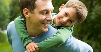 Kevésbé stresszes a gyerek, ha jó a kapcsolata az apjával