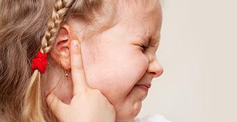 A hallójárat-gyulladás tünetei