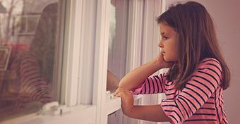Két napig egyedül hagyta 9 és 2 éves gyerekeit egy buli miatt