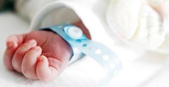 Koraszülött járványhelyzet: van, ahol 10 percet lehet babájával az anya
