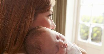 Így játszanak veled a hormonok a szülés után