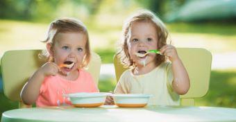 Ebéd a babával