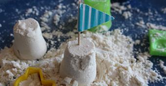 Homokozó a lakásban? Készíts homokgyurmát!