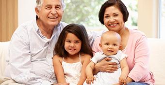 Átlagosan havi 200 ezer forint lehet a nagyszülői gyed
