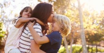 Mivel tartozik egy gyerek a szüleinek?
