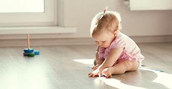 Hogy tanul meg ülni a baba és hány hónapos korra?