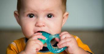 Jó tudni: káros anyagok a fogzáskönnyítő rágókákban!