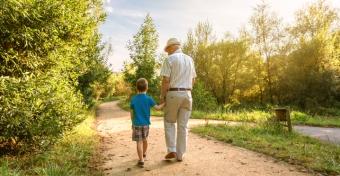 Így lehet erősebb a kötődés a gyerek és a nagyszülők között