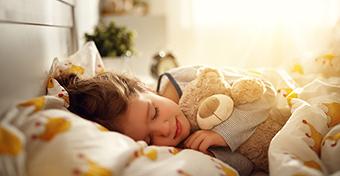 Tények és mítoszok a gyerekek alvásáról