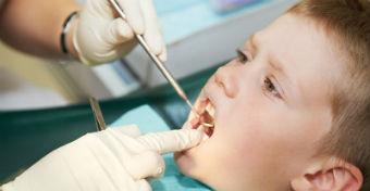 Tönkre teheti a gyerek fogát a cumisüveg?