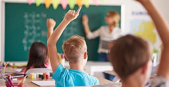 Megszavazták az alternatív oktatást nehezítő köznevelési törvényt