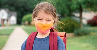 Emmi: szülők csak engedéllyel léphetnek be az iskolákba, szalagavató nem lehet