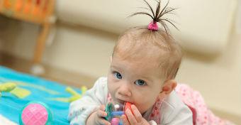 Miért érdekel mindenkit a baba haja?