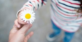 Így segíthetünk a gyereknek, hogy megtapasztalja a hála érzését