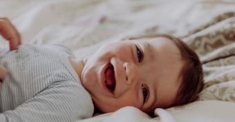 Mikor kezd nevetni a baba?