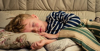 Mikor hagyják el a kisgyerekek a nappali alvást?