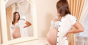 Ezért lesz sötétebb a mellbimbóudvar a terhesség alatt
