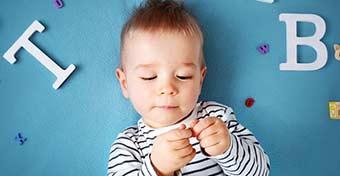A baba neve: mikor hallgat rá, mikor mondja ki először?