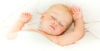 A baba alvása: horkolás, izzadás, légzéskimaradás, fejütögetés, fogcsikorgatás
