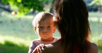 Az örökbe fogadó anyukákat is fenyegeti a depresszió