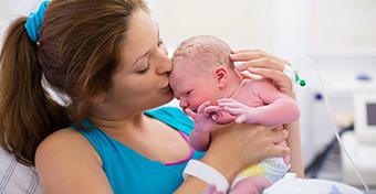 Veleszületett ferdenyak a babánál: tünetek és kezelés