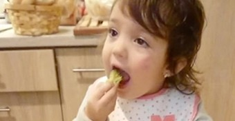 Csoki helyett brokkoli - világsztár lett a pécsi kislány