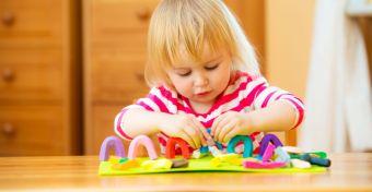 Gyurma és festék: amivel hosszú időre lefoglalhatod a gyereket
