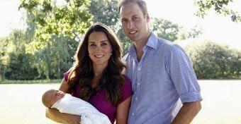 Íme az első hivatalos fotó a királyi babáról!