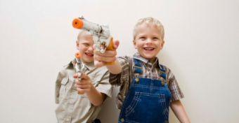 Káros játékszerek a fiúk kezében?