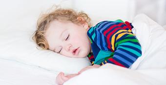 Így változik a nappali alvás a gyereknél