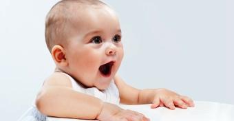 Már a hét hónapos babák is gyakorolják a beszédet