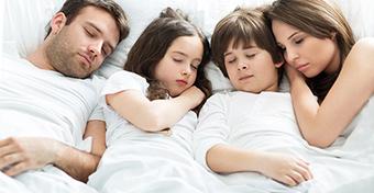 Együttalvás kontra külön alvás - Mi a jó módszer?