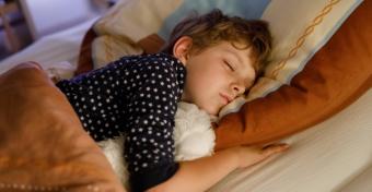 Gyorsabban öregedhetnek a gyerekek, akik nem alszanak eleget