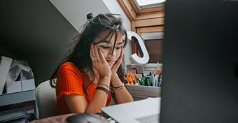 Fáradtak, üresnek érzik magukat és rosszul alszanak a középiskolások