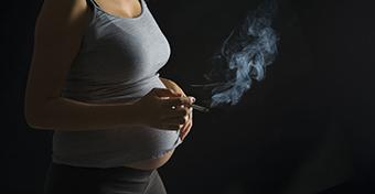 Tanulási és magatartásgondokat is okozhat a terhesség alatti dohányzás