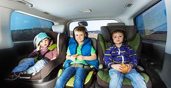 Családbarát matricákkal látják el a támogatott autókat