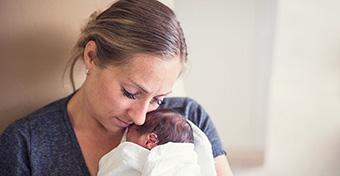 Ölelő önkénteseket keresnek az újszülöttosztályra