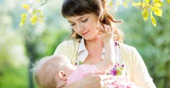 7 dolog, amit soha ne mondj egy szoptató anyának