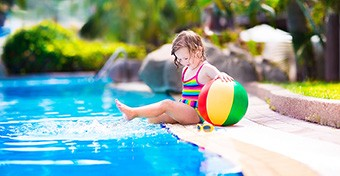 Sok gyerek a szülői mobilozás miatt fullad vízbe