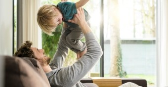 A játék apával javíthatja a gyerek önkontrollját