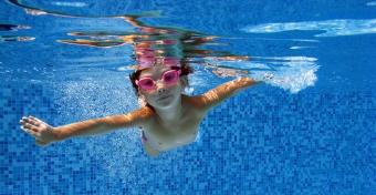 Úszásoktatás gyerekkorban - erre kell figyelni!