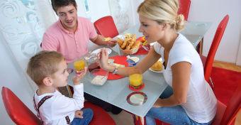 5 dolog, amit ne mondj a gyereknek az asztalnál