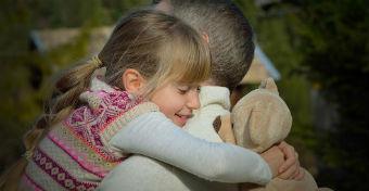 Az apáknak is életre szóló hatása van a gyermekek életében