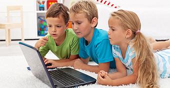 Módszerek, amivel megvédheted a gyermeked a digitális korszakban