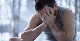 A depressziós apák hajlamosabbak a gyerekverésre