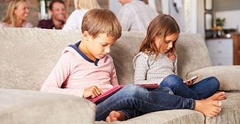 Hány éves korban legyen a gyereknek saját telefonja?