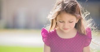 Lyukasszuk vagy ne lyukasszuk ki a kislányunk fülét?