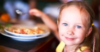 Egyoldalúan eszik a gyerek - hat megoldási tipp