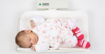 A mérlegfrász: miért nem hízik a baba?